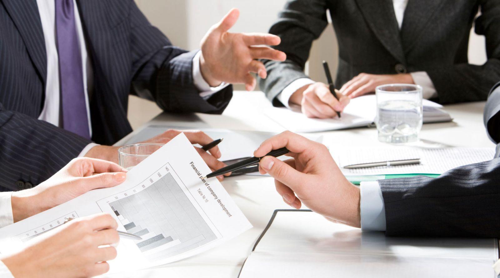 Servicii în afaceri și finanțări
