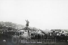 18 Monumentul eroului General Stan Poetaș (2)