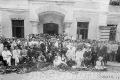 5 Cursurile pedagogice de la Soroca organizate de Vasile Săcară și echipa de ardeleni condusă de ilustrul Onisifor Ghibu. _n mijloc Mihail Sadoveanu (1919)