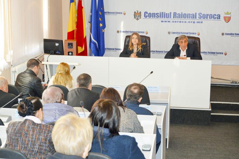 Tinerii în şedinţă cu autorităţile publice raionale şi reprezentanţii mai multor servicii din raion