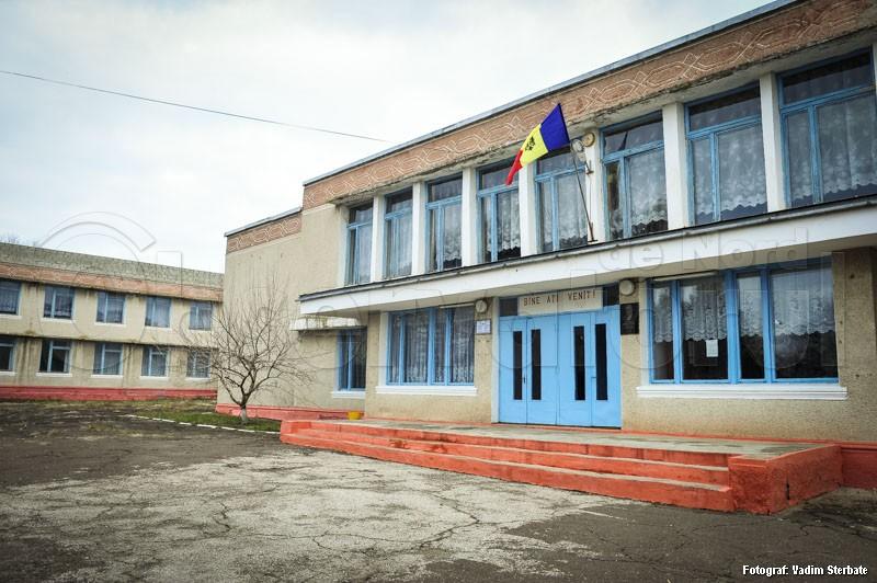 La Gimnaziul din Căinarii Vechi învaţă 238 de elevi