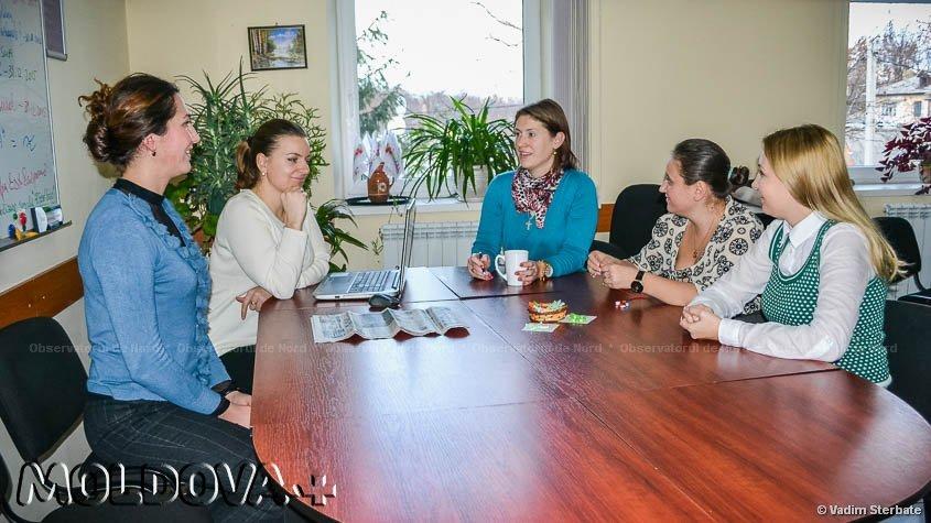 """Colaboratorii Centrului de Resurse pentru Tineret """"Dacia"""" îşi fac planuri pentru viitor..."""