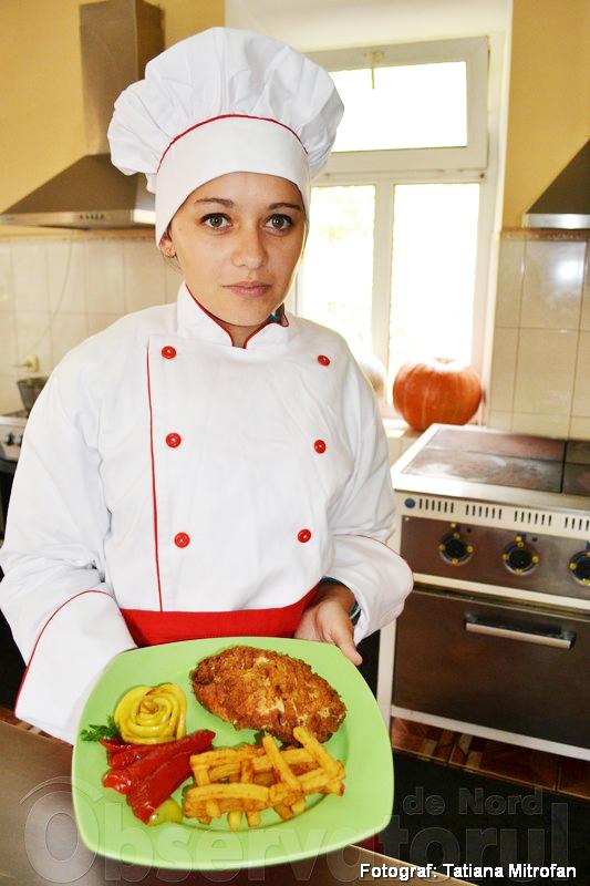 Vă doreşte poftă mare viitoarea bucătăreasă Mihaela Tcaci, elevă în gr.23