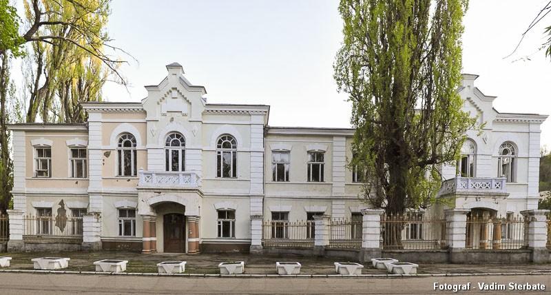 """Valorificarea clădirii fostului gimnaziu de fete """"Domnița Ruxandra"""" ar putea fi benefică pentru comunitate."""