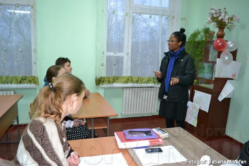 """La o lecţie de sănătate cu elevii gimnaziului """"Grigore Vieru"""" din Vasilcău"""