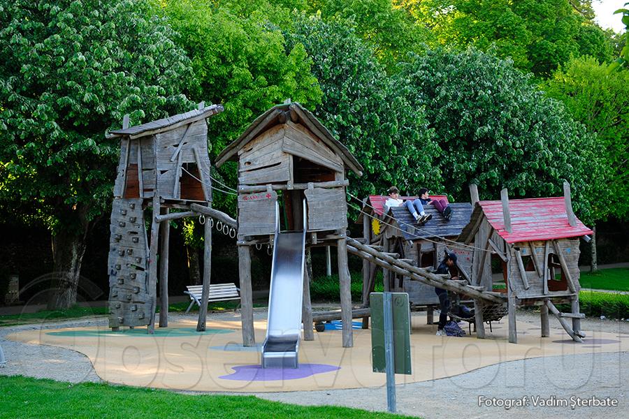 Terenul de joacă pentru copii și tineri se combină cu patrimoniul istoric.