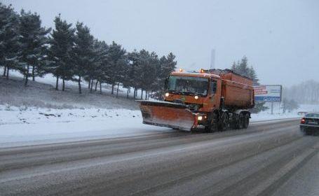 Meteorologii ne promit că vom avea și puțină zăpadă. Patrulare avertizează șoferii să-şi echipeze unitățile de transport cu anvelope de iarnă