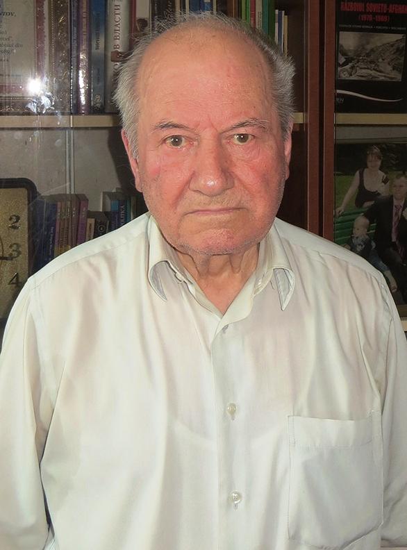 1.Profesorul Ion Comanici, mareșalul nucului comun (Juglans regia L). Foto: Ion Xenofontov