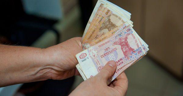 dacă în 2019 salariul de funcție a deputatului era de 13.940 de lei, atunci în 2020 este deja 18.122 de lei.