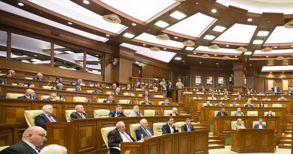 În cazul României, salariul minim brut este 2.230 de roni, 1.346 de roni net.