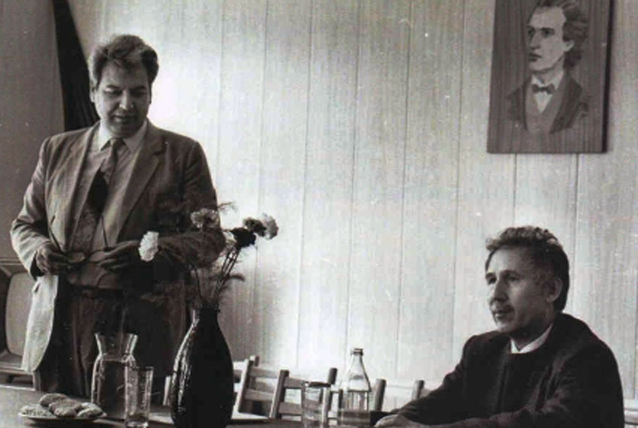Împreună cu poetul Marin Sorescu, 1987. Arhiva privată Mihai Cimpoi. Muzeul Științei al Academiei de Științe a Moldovei. Fond foto. Cota arhivistică: 000246