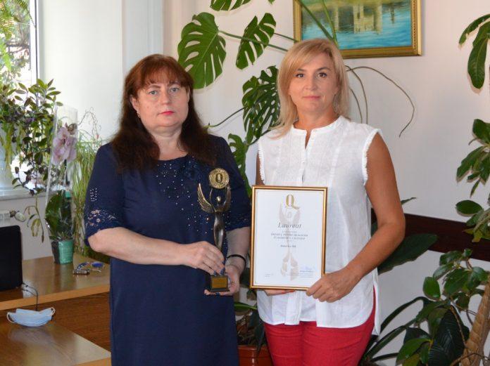 Premiul a fost înmânat doamnei Alla Pilipețcaia de către doamna Lilia Catruc, directoarea Filialei Soroca a CCI RM
